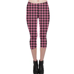 Pink Catstooth Pattern In Black And Pink Capri Leggings by CoolDesigns